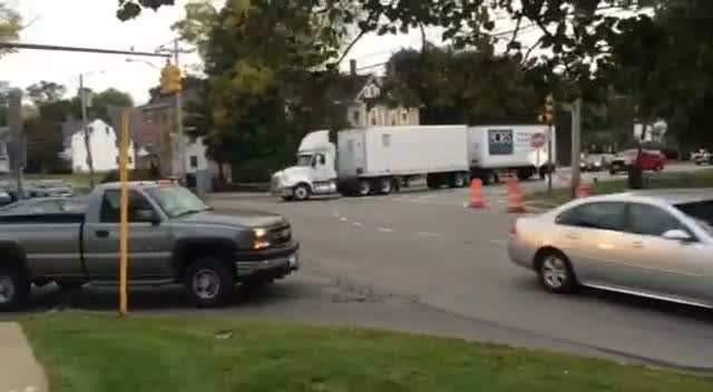 Tandem trailer takes right hand turn from center l
